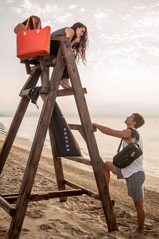 Lifestyle Couple at Beach Capazo GetWet Medium Bag plus Accessories